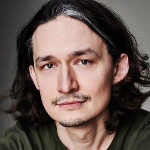 Poolse-voice-over-artist-stemacteur-man-polish-PO004